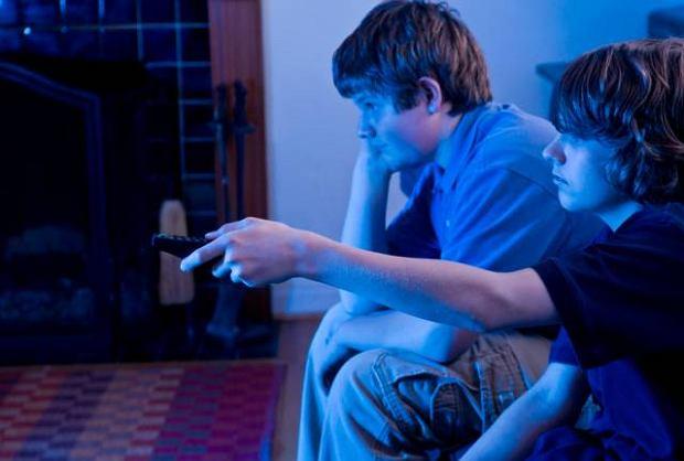 Jak d�ugo dziecko mo�e patrze� w monitor komputera czy ekran telewizora, by nie os�abi� sobie wzroku?