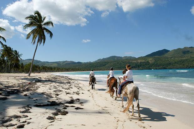 To najlepszy kierunek na ucieczkę od zimna. 10 rzeczy, które przekonają was do odwiedzenia tej wyspy