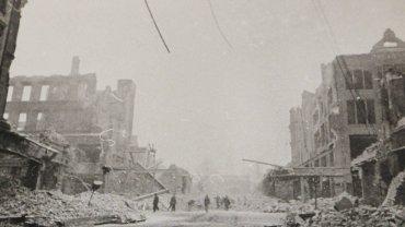 Szczecin tuż po wojnie. Dziś trudno nawet powiedzieć, jaki rejon miasta przedstawia to zdjęcie