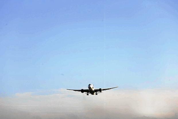 Czekając na lot turyści mogli jedyna patrzyć na inne startujące samoloty