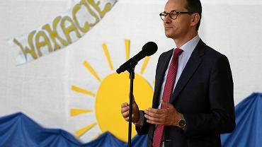 22.06.2018, Ząbki, premier Mateusz Morawiecki na zakończeniu roku szkolnego w Szkole Podstawowej nr 3.