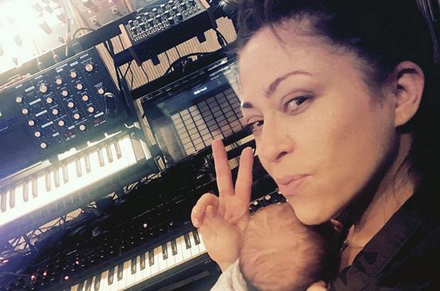 Natalia Kukulska na swoim Instagramie pokazała zdjęcie ze spaceru z niemowlakiem. Piosenkarka najwyraźniej ma zastrzeżenia co do swojej sylwetki.