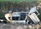 Fiat spalił się po uderzeniu w drzewo, kierowca zginął [ZDJĘCIE]