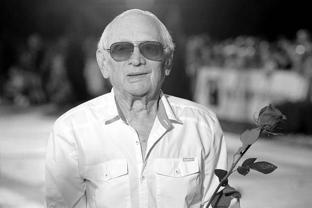 """W """"Kulisach M jak miłość"""" wyemitowano wzruszający materiał poświęcony Witoldowi Pyrkoszowi. Aktor zmarł 22 kwietnia w wieku 90. lat.."""