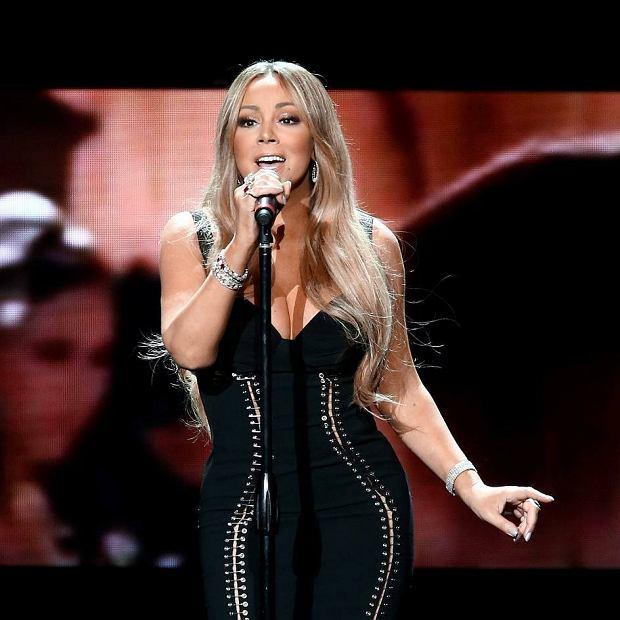 """Chociaż wydaje się to nieco dziwne, bo przecież to Taylor zwykle bije jakiekolwiek muzyczne rekordy, tym razem korona wędruje do największej divy na tej planecie. A dokładniej do piosenki przez nią śpiewanej.  """"All I Want For Christmas"""" w wigilijnę Bożego Narodzenia odtworzony został aż 8 milionów razy w serwisie Spotify!"""