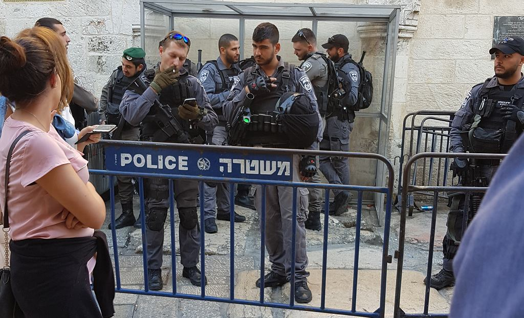 Wojsko na rutynowych patrolach w starym mieście Jerozolimy