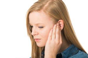 Hałas uszkadza słuch. Jak się przed nim bronić na co dzień