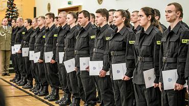 Opolska policja może przyjąć w tym roku do pracy 180 kandydatów. W czwartek przysięgę złożyły 52 osoby