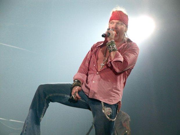 Axl Rose oficjalnie nowym wokalist� AC/DC. A gitarzysta AC/DC gra z Guns n' Roses