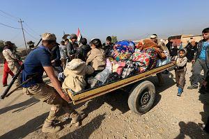 Bitwa o Mosul: ISIS wiesza cywilów na latarniach i gromadzi broń chemiczną