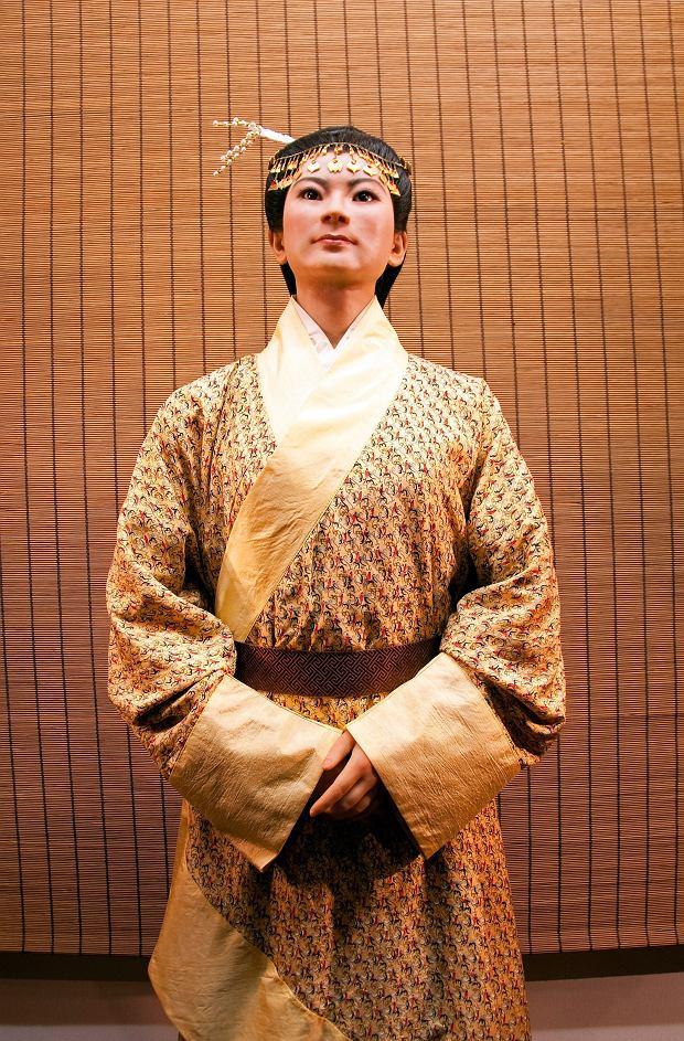 Rekonstrukcja wyglądu i ubioru Xin Zhui