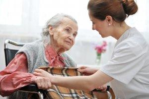 Zasi�ek na opiek� nad starsz� osob�