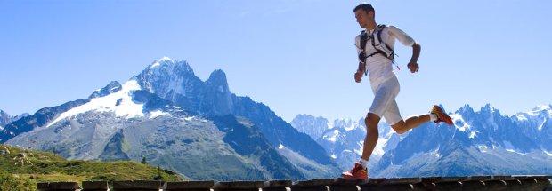 Fakt też jest taki, że najlepsi biegają w ubraniach termoaktywnych. Na zdjęciu Kilian Jornet.