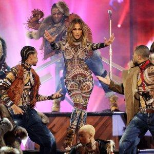 Jennifer Lopez na gali American Music Awards - zachwyca�a urod�, figur� i form�