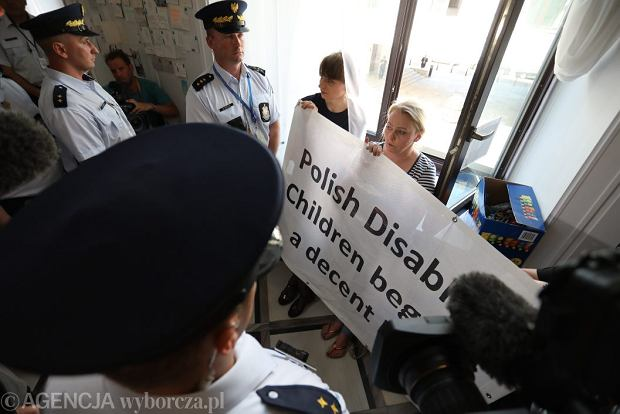 37 dzień protestu rodziców dorosłych osób niepełnosprawnych w Sejmie.