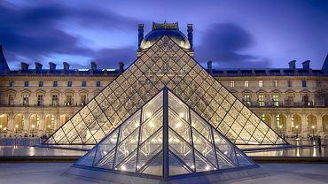 Paryż zabytki - Luwr, Francja