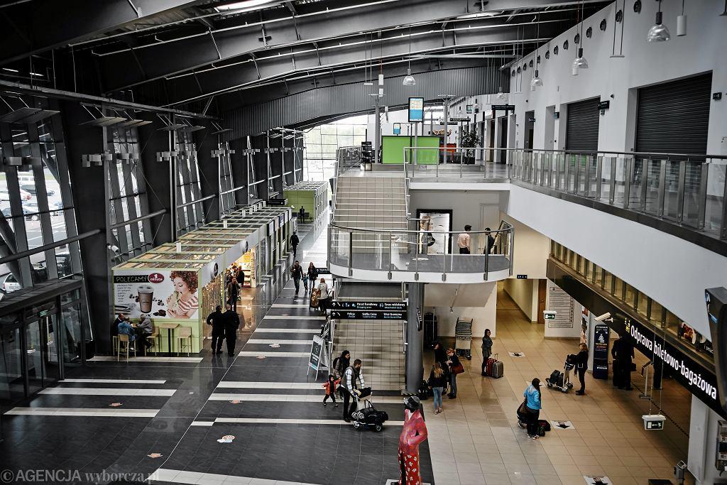 Hala dla pasażerów w III terminalu lotniska w Łodzi im. Wladyslawa Reymonta (fot. Tomasz Stańczak/AG)
