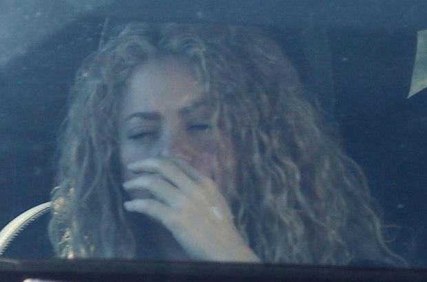 Shakira przechodzi obecnie ciężki czas. Wcześniej informowaliśmy o jej chorobie strun głosowych, teraz zagraniczne media donoszą, że piosenkarka łysieje.