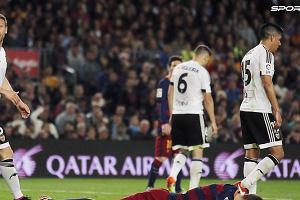 """""""Nie mają trenera, który jest w stanie to złapać za pysk"""". Tonący statek pod banderą Valencia CF"""