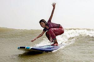 Aby wskoczyć na falę, musisz pokonać strach. Dla bangladeskich surferek to zdanie nie opowiada tylko o surfingu