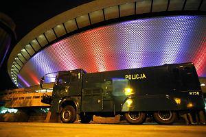 Po zamieszkach w Katowicach policjanci piszą do premier: Politycy przyzwalają na wybryki kiboli