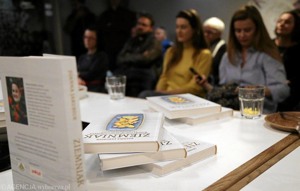 Zdjęcie numer 24 w galerii - Ziemniak wrócił. W książce i opowieści Joanny Jakubiuk [ZDJĘCIA]