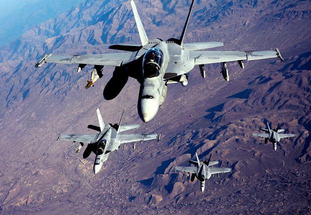 [Obrazek: z21976626Q,Mysliwiec-F-A-18-Super-Hornet.jpg]