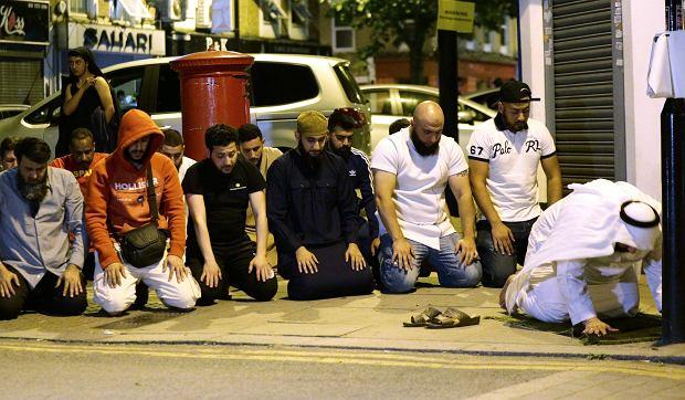 Atak w Londynie. Furgonetka wjechała w grupę muzułmanów