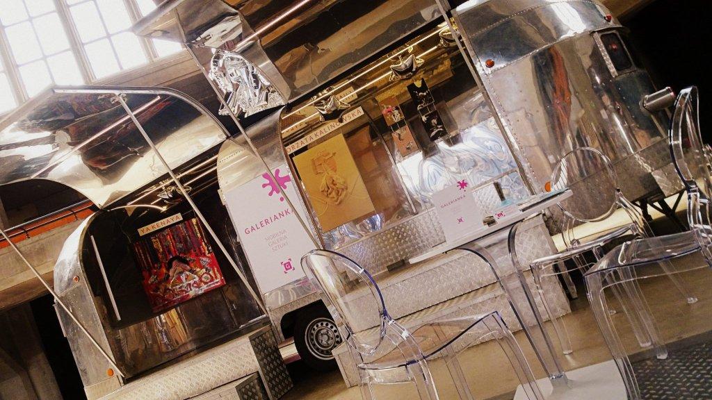 Zdjęcie numer 2 w galerii - Sztuka na kółkach. W Warszawie powstał pierwszy w Polsce Art Gallery Truck