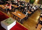 """Matura 2015. Już piszą! Ponad 310 tys. maturzystów mierzy się z """"nowym"""" językiem polskim"""