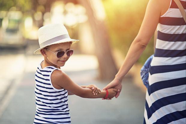 Dobrze dobrane okulary przeciwsłoneczne to ochrona przed szkodliwym promieniowaniem ultrafioletowym.