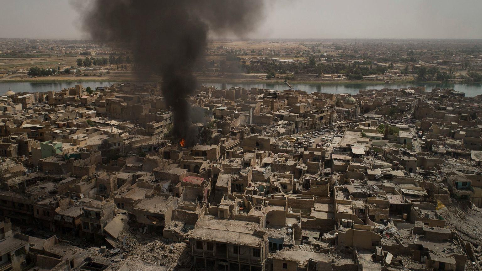 1136accad46fb W niedzielę 9 lipca 2017 r. premier Iraku Hajder al-Abadi? ogłosił w Mosulu  zwycięstwo nad siłami tzw. Państwa Islamskiego. Ofensywa trwała 9 miesięcy.