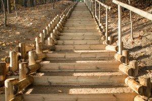 """Usun�li """"schody ha�by"""" i wybudowali nowe podej�cie"""