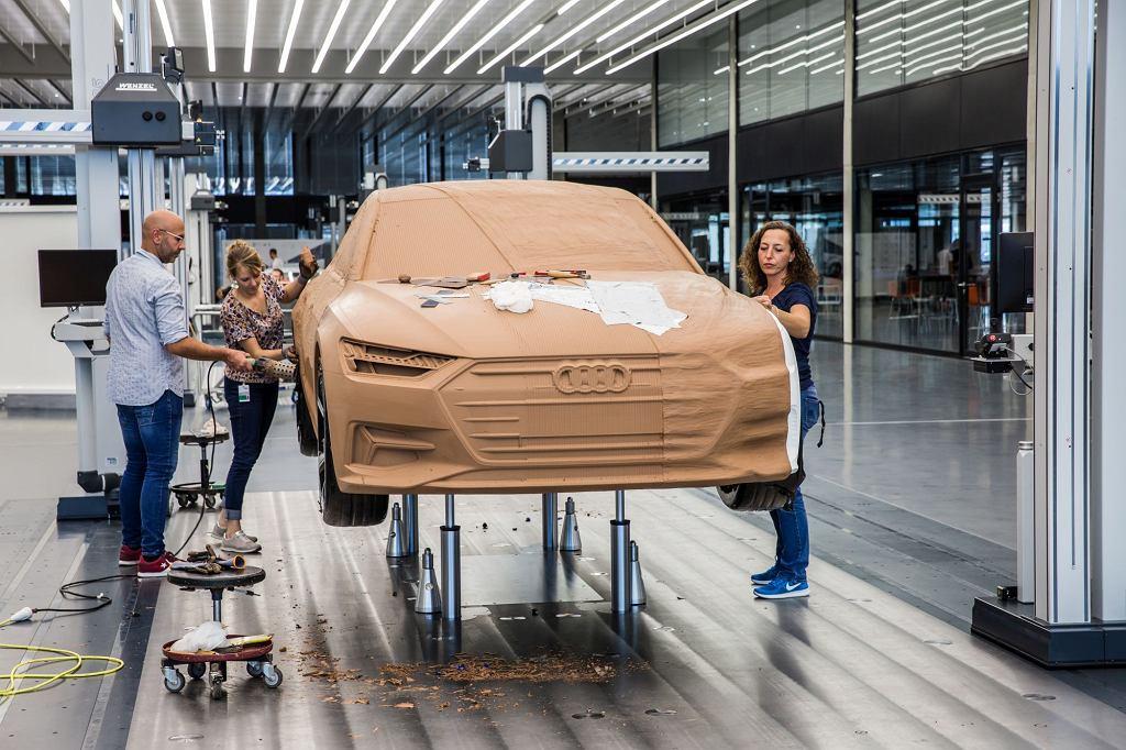 Prace przy glinianym modelu nadwozia Audi A7