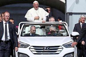 Papie� Franciszek ma nowy, ta�szy papamobile
