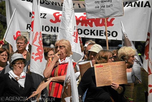 Nauczyciele buntuj� si� przeciwko zmianom w Karcie nauczyciela. B�d� protesty i pikiety