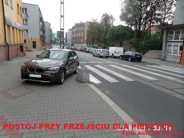 Zdjęcie numer 0 w galerii - W sierpniu mistrzowie parkowania pozostawiali samochody nawet na pasach [GALERIA ZDJĘĆ]