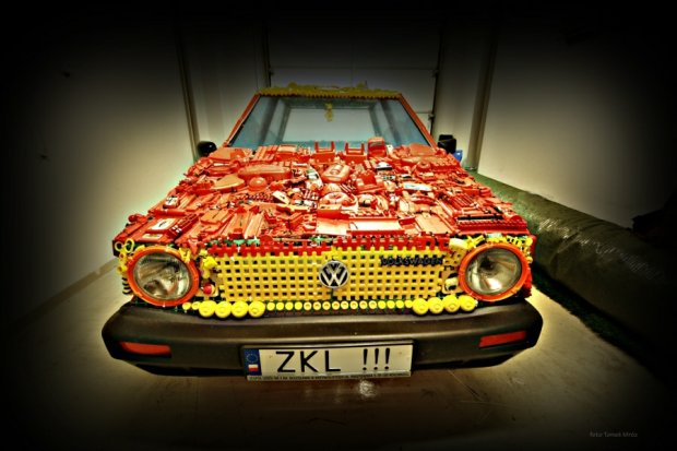 Volkswagen Golf zbudowany z zabawek
