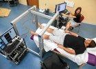 Czterech sparali�owanych pacjent�w odzyska�o w�adz� w nogach po wszczepieniu implantu kr�gowego