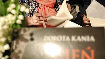 Dorota Kania podczas promocji swojej książki 'Cień tajnych służb'. Warszawa, 28 maja 2013 r.