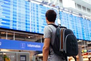 Kiedy najlepiej kupowa� bilet na samolot? W jakim miesi�cu najbardziej op�aca si� lata� z Polski? [RAPORT SKYSCANNER]