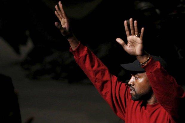 """Kanye West z początku zapewniał, że """"The Life of Pablo"""" nigdy nie będzie dostępnie poza serwisem Tidal. Raper zmienił zdanie i umieścił swój najnowszy album na takich platformach jak Spotify i Apple Music."""