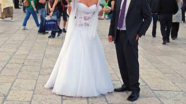 Włoski ksiądz chce wprowadzić opłatę za zbyt duże dekolty panien młodych