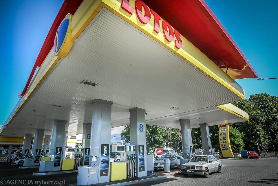 Stacja benzynowa Lotos.