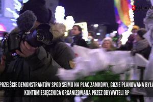 """""""Przed nami jeszcze trzy takie marsze"""". Obywatele RP naprzeciw 93. miesięcznicy smoleńskiej"""