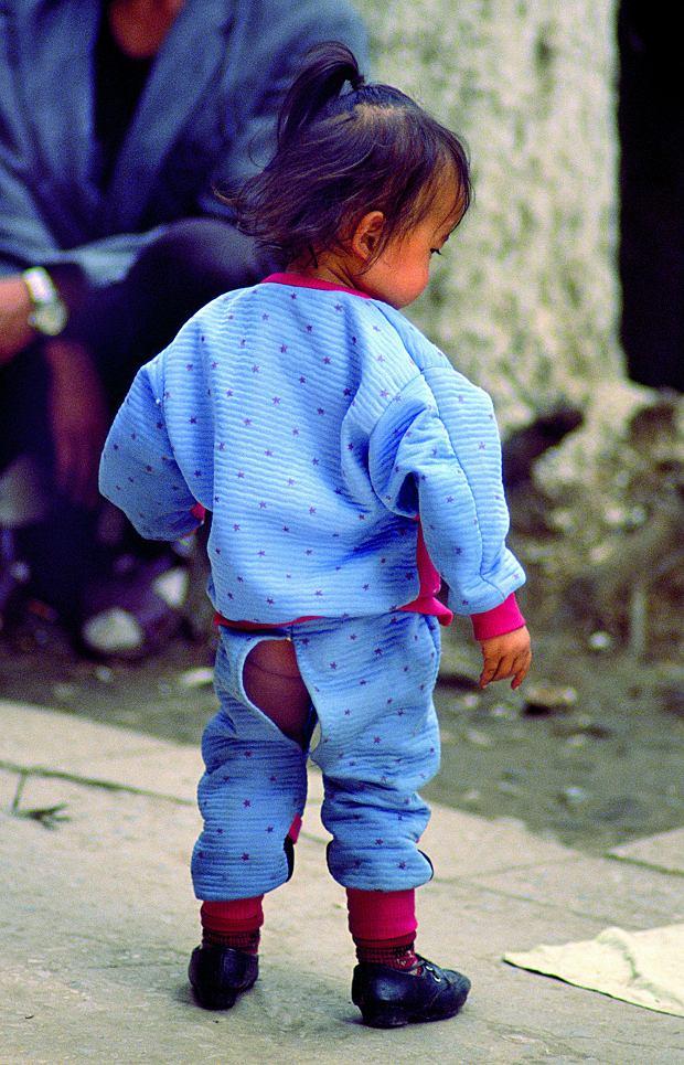 Chińczycy wychowują bez pieluch, Skandynawowie bez stresu, a Francuzi zostawiają niemowlaka z nianią, podczas gdy sami wyjeżdżają na superurlop