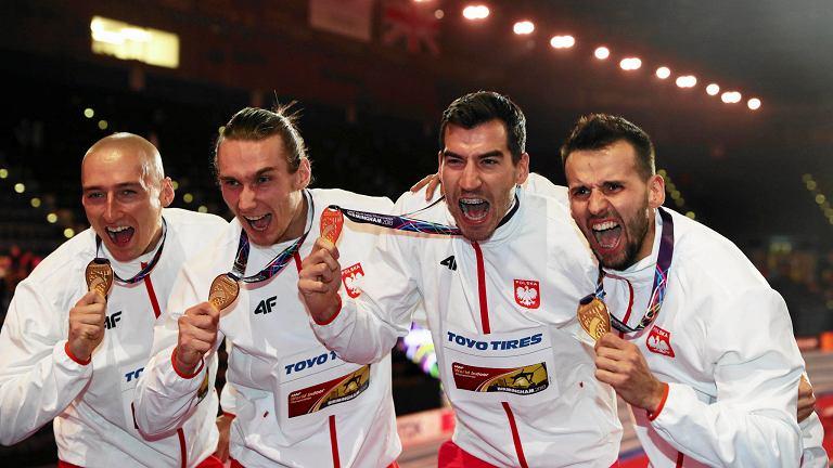 Mistrzowie i rekordziści świata w sztafecie 4 x 400 m: Jakub Krzewina, Karol Zalewski, Rafał Omelko i Łukasz Krawczuk.