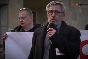 """""""Stoimy na Dworcu Gdańskim i mówimy: zostańcie z nami, mówimy: zostańmy tutaj"""". W 50. rocznicę Marca '68 w solidarności z ofiarami"""