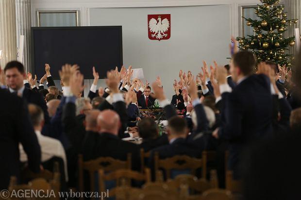 Sąd kazał prokuraturze wszcząć śledztwo ws. posiedzenia Sejmu w Sali Kolumnowej
