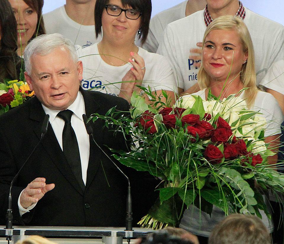 Wybory parlamentarne 2015. Jarosław Kaczyński  na wieczorze wyborczym w sztabie PiS